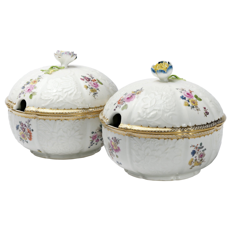 18th Century Meissen Pair of Porcelain Sugar Bowls, circa 1760
