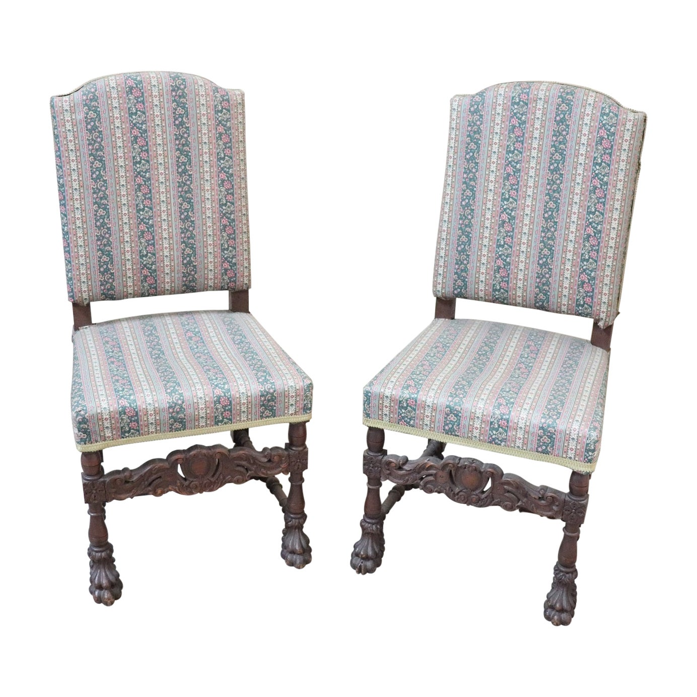 19th Century Italian Renaissance Carved Walnut Pair of Throne Chairs