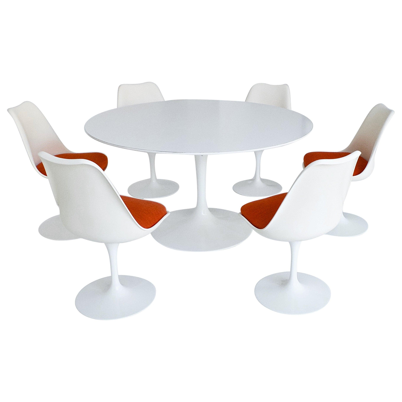 Early Tulip Pedestal Dining Set by Eero Saarinen for Knoll