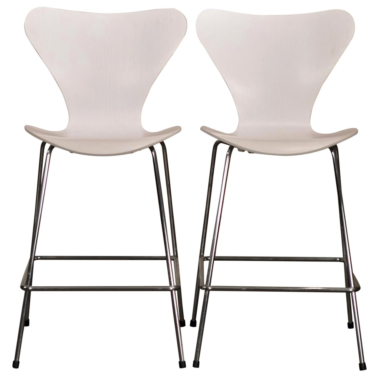 Arne Jacobsen Series 7 Bar Stools by Fritz Hansen
