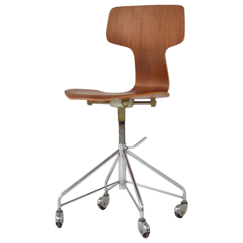 'Hammer' Desk Chair Designed by Arne Jacobsen for Fritz Hansen, Denmark, 1950s
