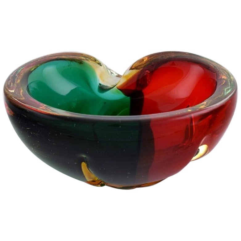 Murano Bowl in Red and Green Mouth Blown Art Glass. Italian Design, 1960s