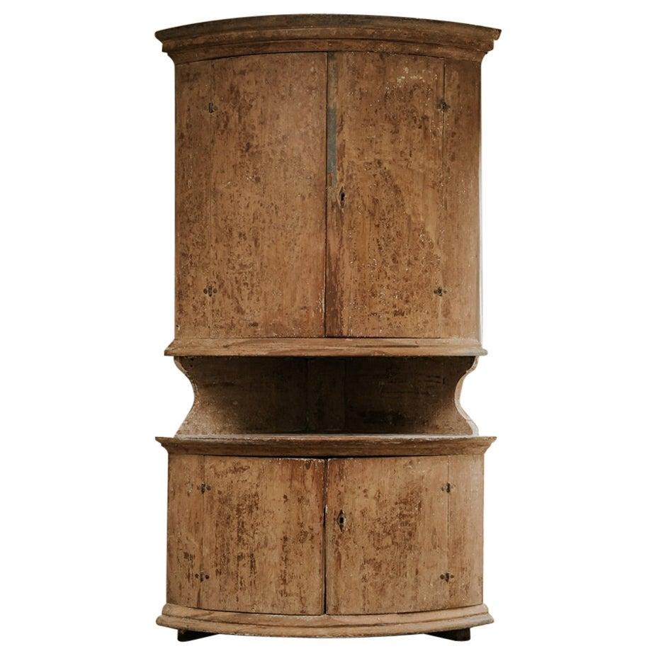 Large 18th Century Dalarna Corner Cupboard