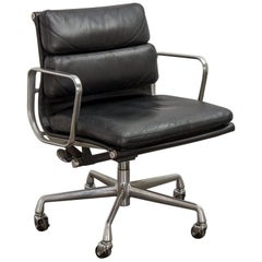 Eames Soft Pad Management Chair in Camel