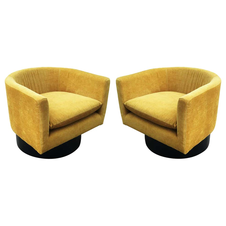 Midcentury Pair of Barrel Back Swivel Chairs by Milo Baughman