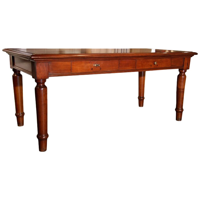 Italian Table in cherry wood. 1920s