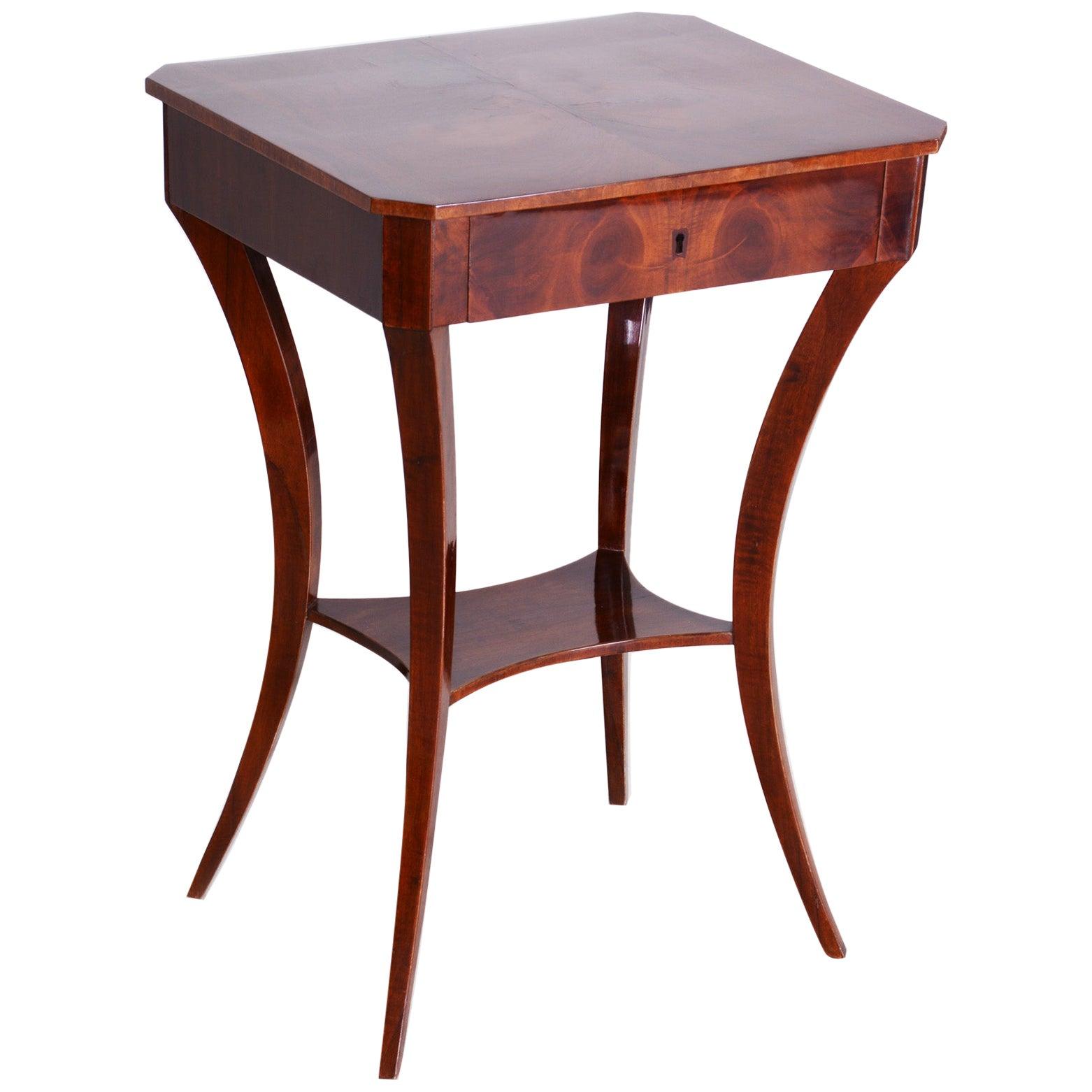 Small Brown Walnut Biedermeier Table, Germany, 1830s, Shellac Polished