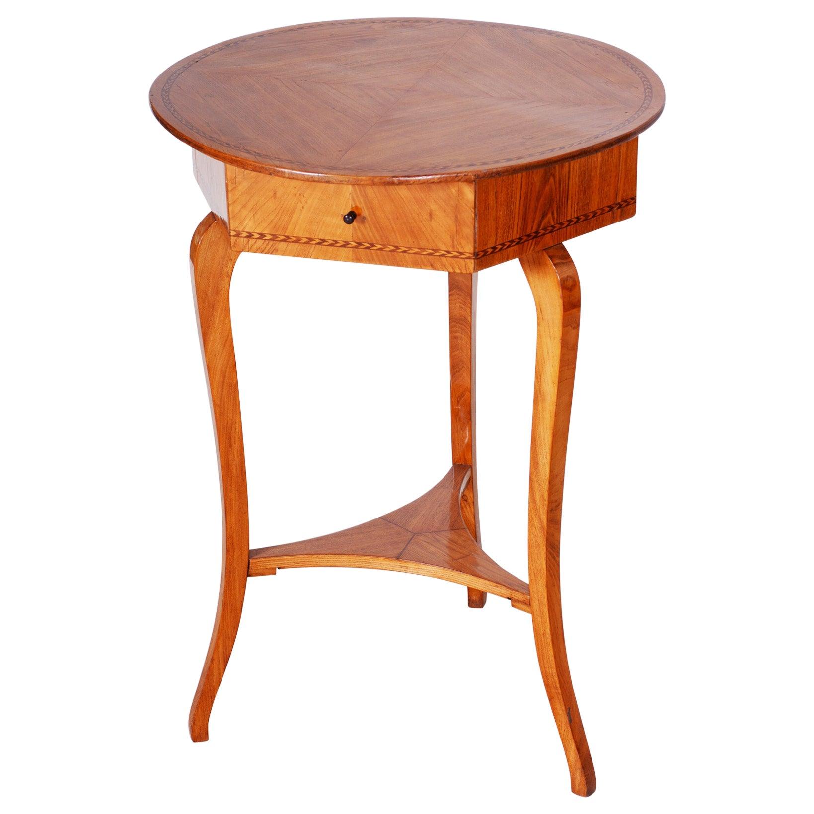 Small Brown Elm Biedermeier Side Round Table, Austria, 1780s, Shellac Polished