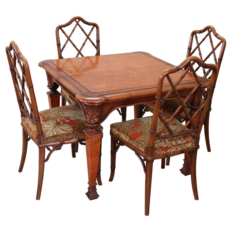 20th Century Italian Dining Room Extendable Table with Four Chairs