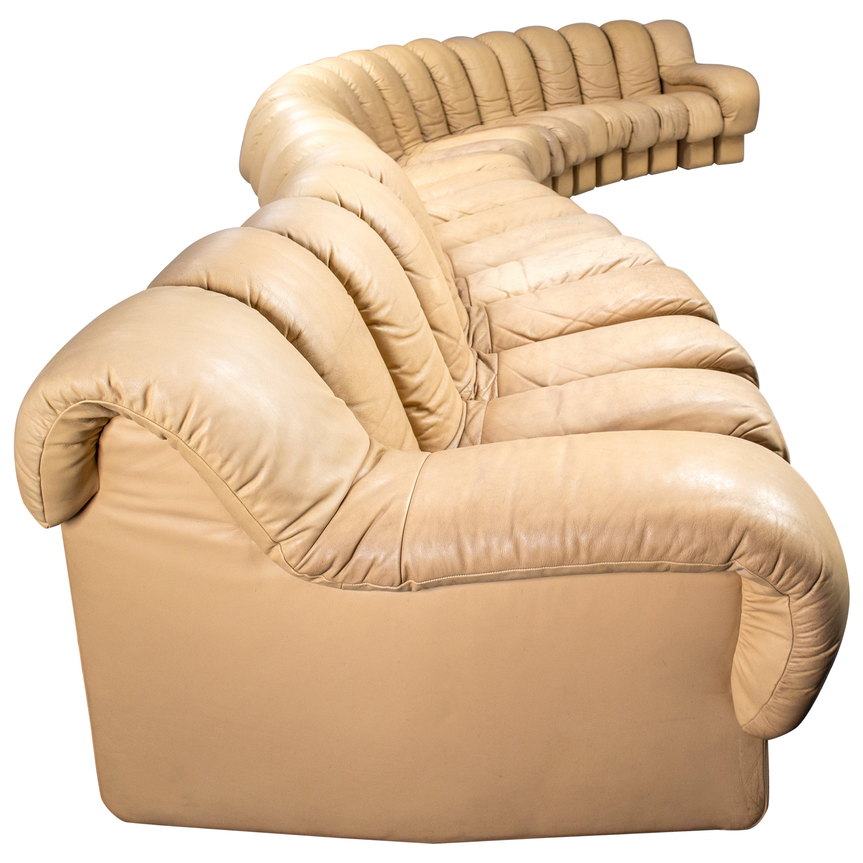 De Sede DS 600 Snake Sofa in Full Creme Leather by Ueli Berger Switzerland 1972
