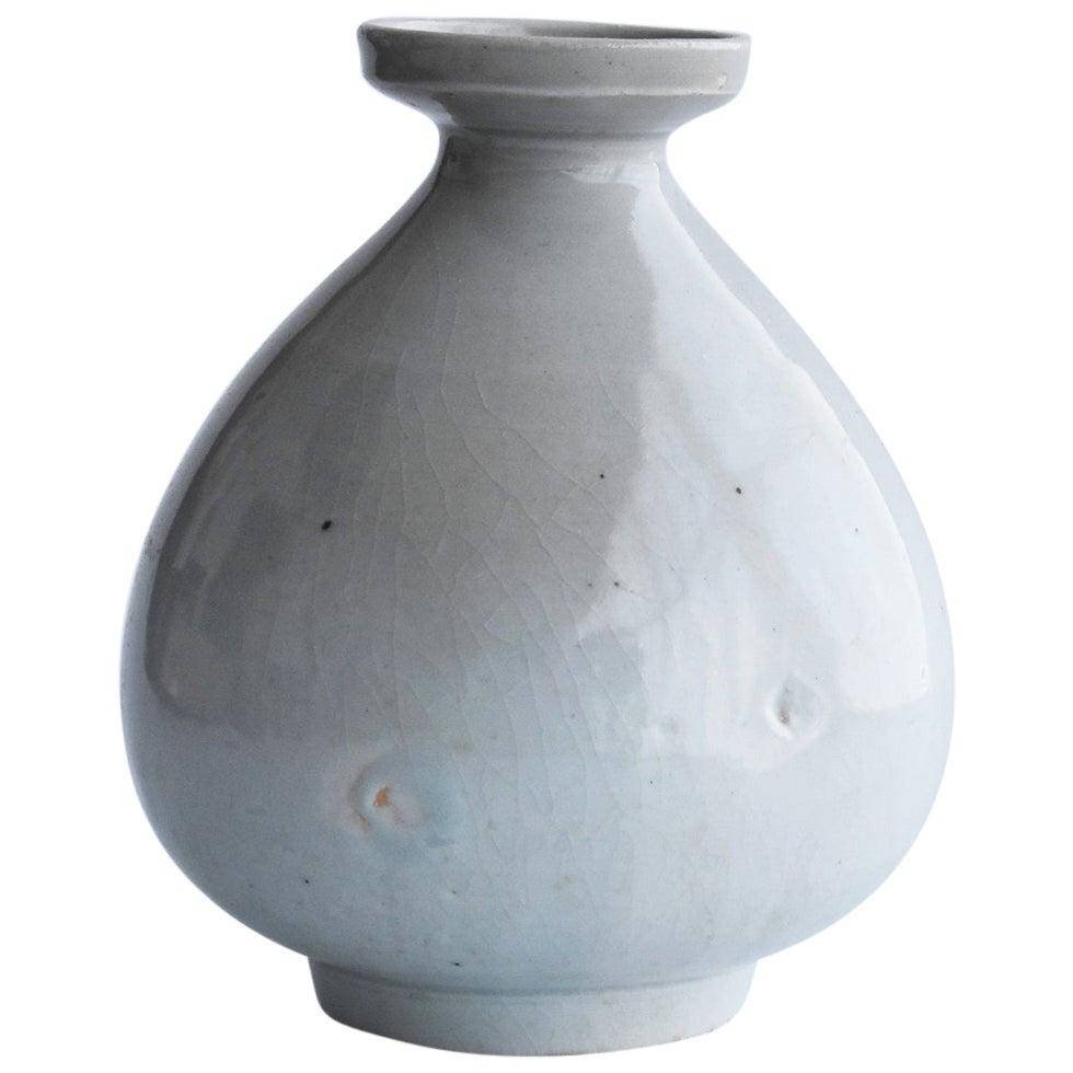 Korean Ceramics Lee Dynasty 18th Century White Porcelain Vase or Korean Antiques