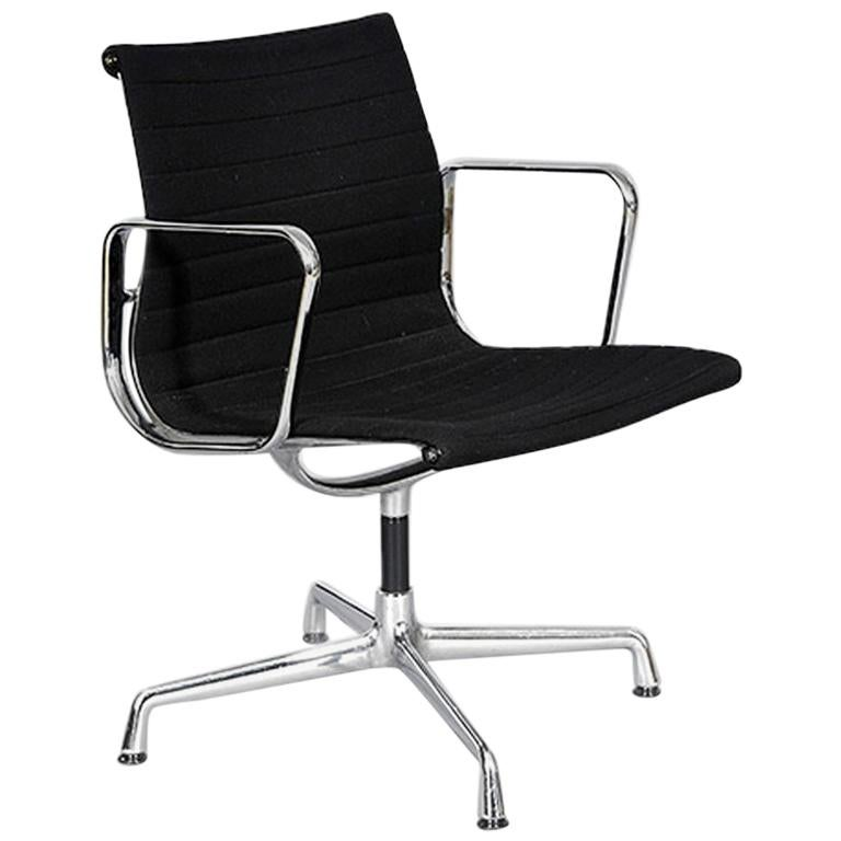Single Eames Aluminium Group Chair by Vitra, 1980s