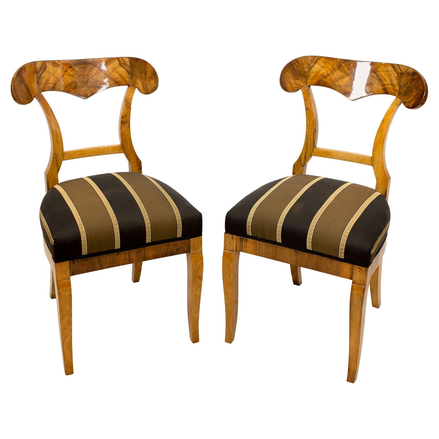 19th Century Biedermeier Walnut Pair of Shovel Chairs