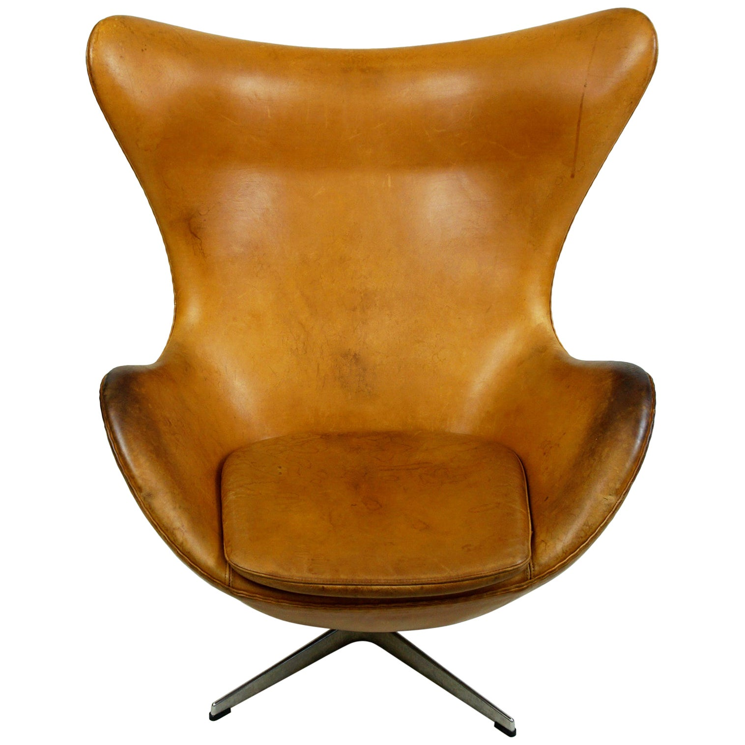 Cognac Leather Egg Chair, Mod. 3317 by Arne Jacobsen for Fritz Hansen
