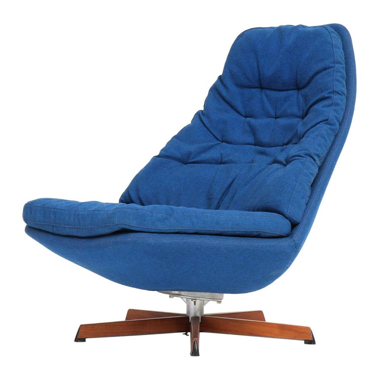 Swivelling Lounge Chair by Henry Klein For Sale