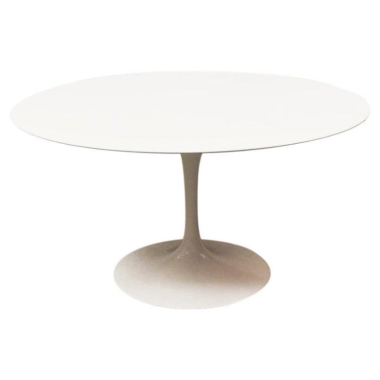 Mid-Century Modern White Round Table Tulip by Eero Saarinen for Knoll, 1970s