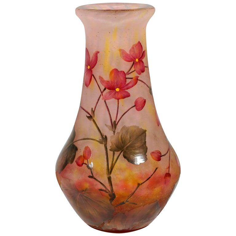 Art Nouveau Cameo Vase with Rose Colored Flowers, Daum Nancy, France, 1910/15 For Sale