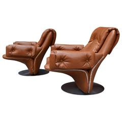 Pair of Italian Swivel Chairs by Saporiti Italia