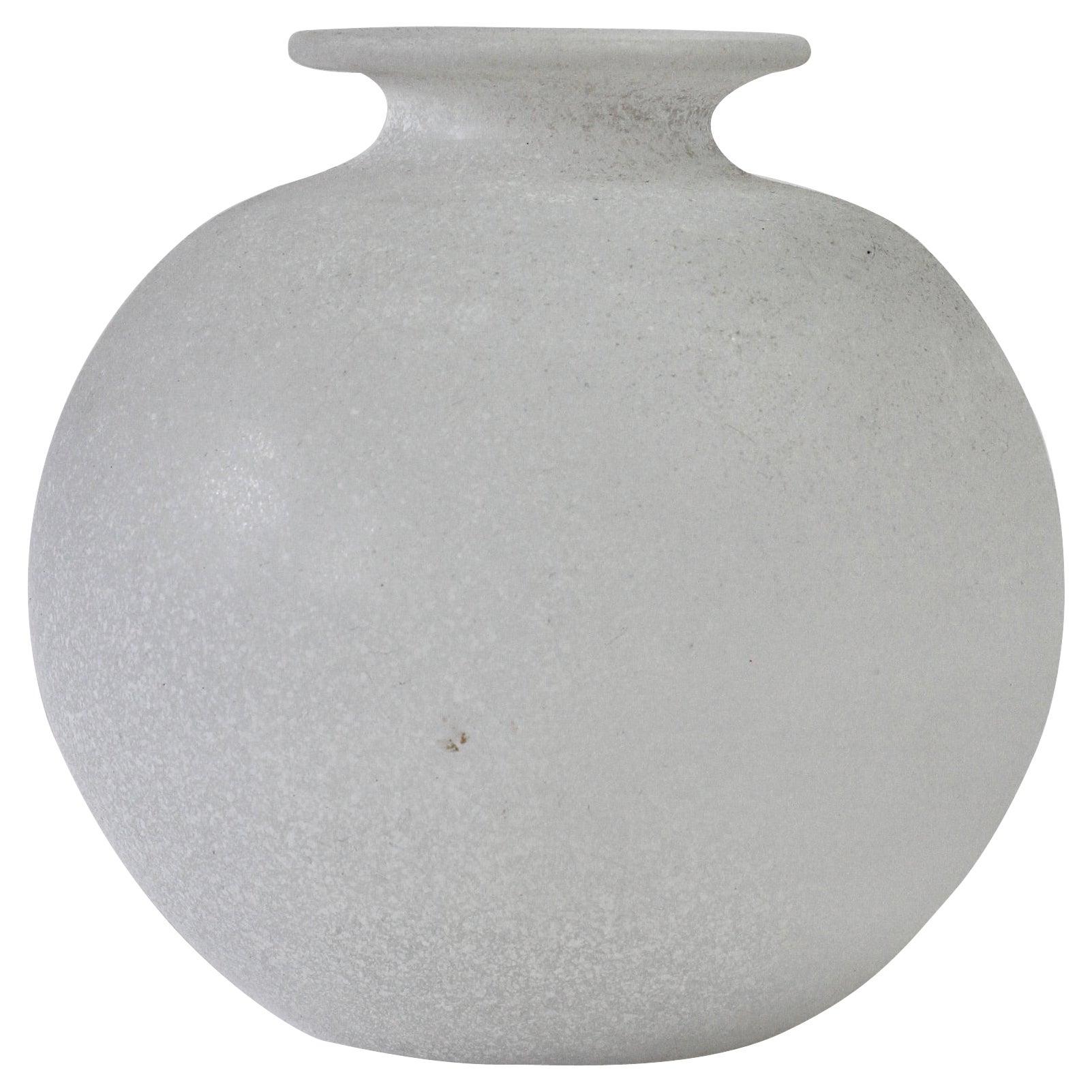 Seguso Vetri d'Arte Vintage Elegant Round White 'Scavo' Murano Glass Vase, Italy