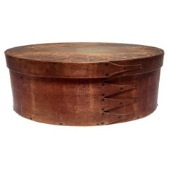 Shaker Four Fingered Mt. Lebanon Oval Pantry Box, Late 19th Century