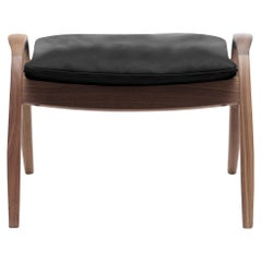 FH430 Signature Footrest in Sif 98 Leather with Walnut Oil by Frits Henningsen
