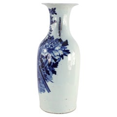 Chinese Blue and White Deer and Floral Motif Porcelain Urn