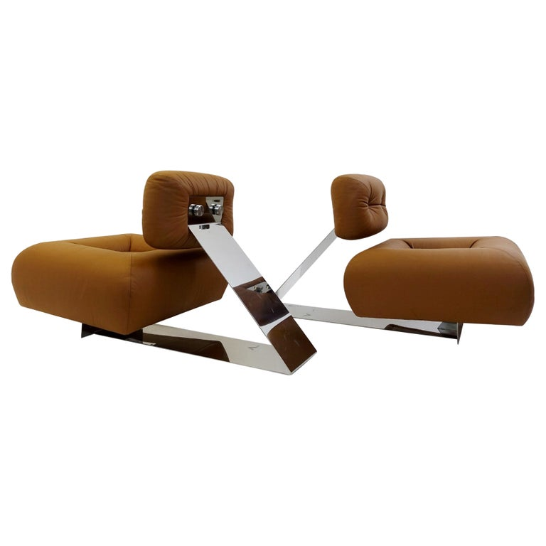 Pair of Cognac Leather Lounge Chairs Model 'Aran' by Oscar Niemeyer, 1975 For Sale