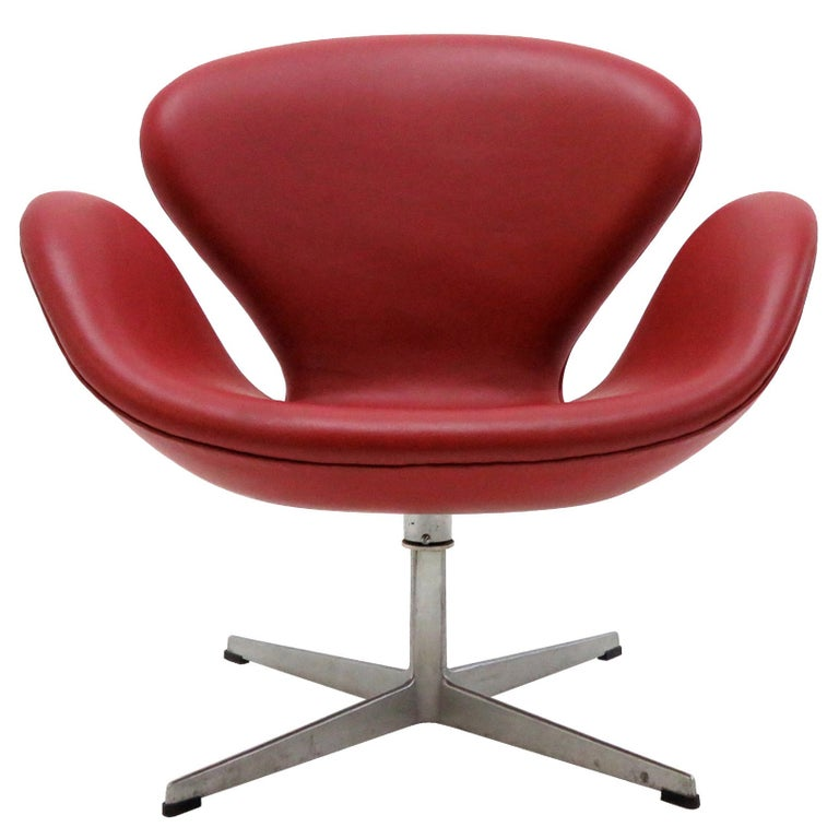 Early Arne Jacobsen 'Swan Chair' by Fritz Hansen For Sale