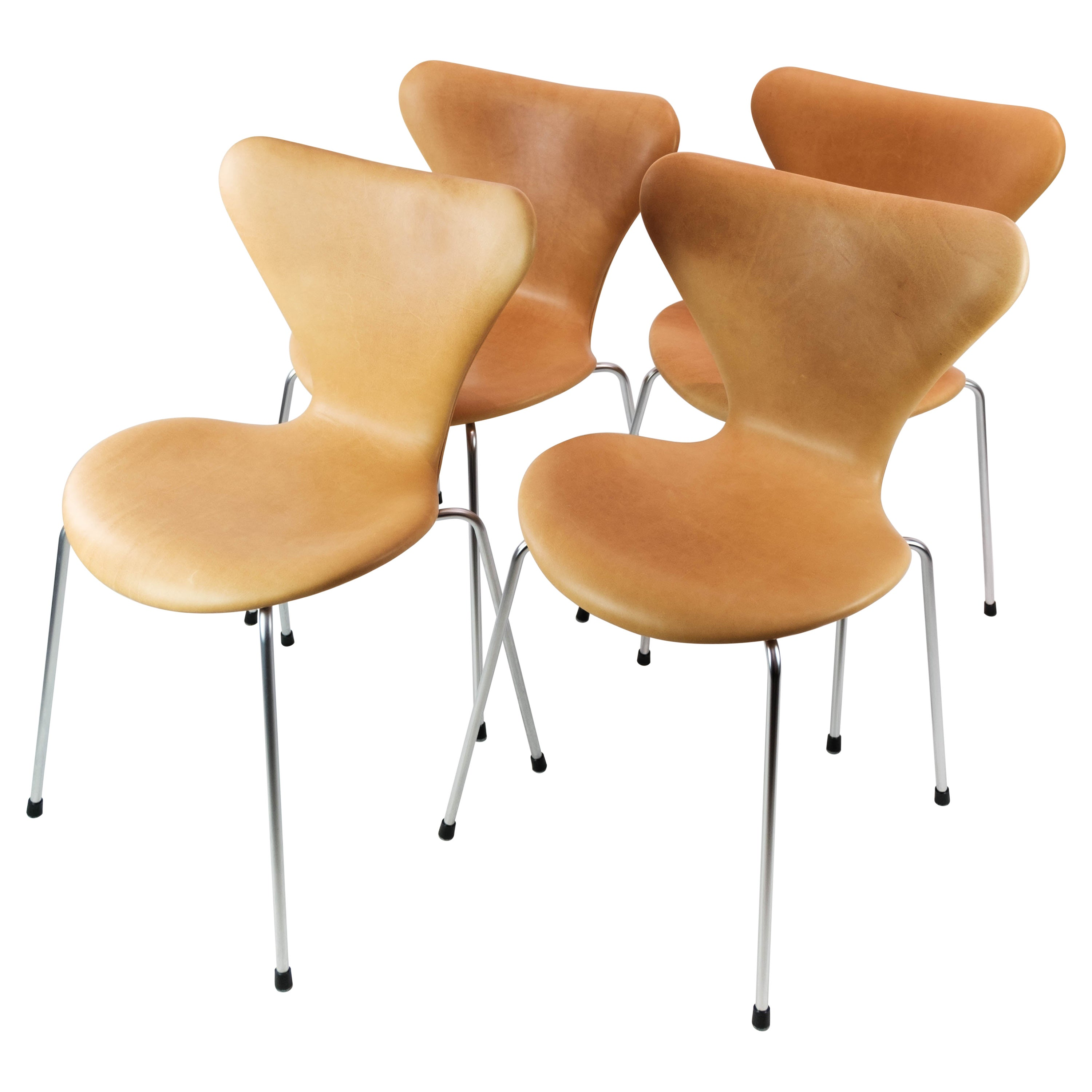 Set of 4 Seven Chairs, Model 3107, by Arne Jacobsen and Fritz Hansen, 1973