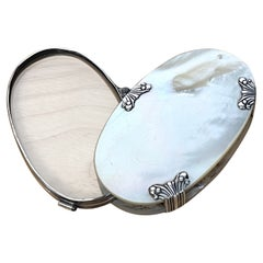 19th C Continental Oval Silver Mounted Mother of Pearl Magnifying Glass