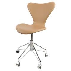 Series Seven Office Chair, Model 3117, by Arne Jacobsen