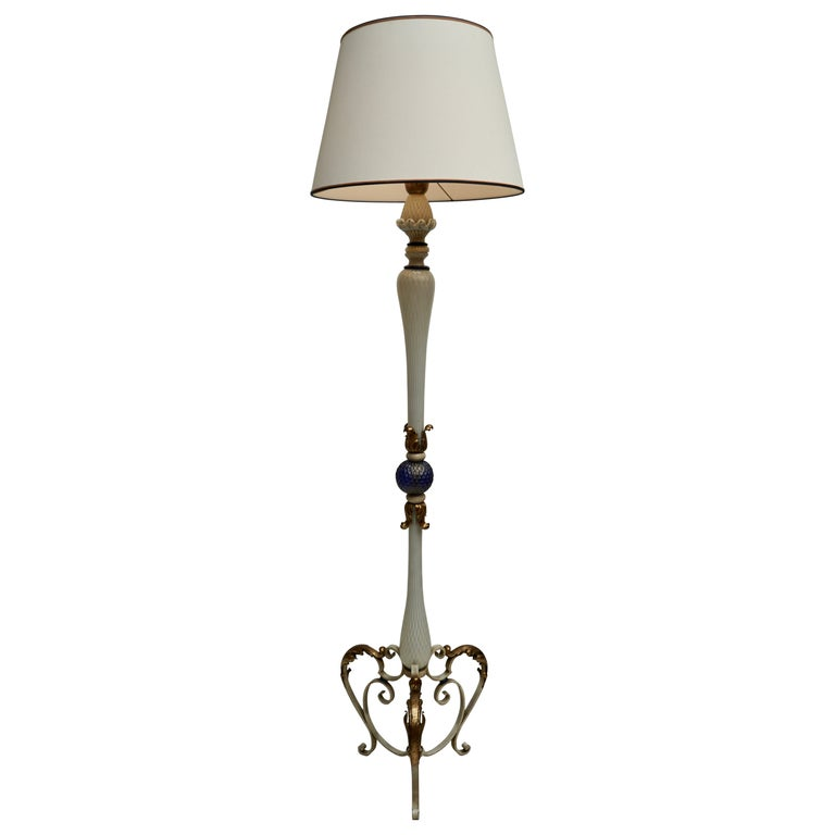 Important Murano Gold Inclusion Glass Floor Lamp Attributed to Seguso circa 1950 For Sale