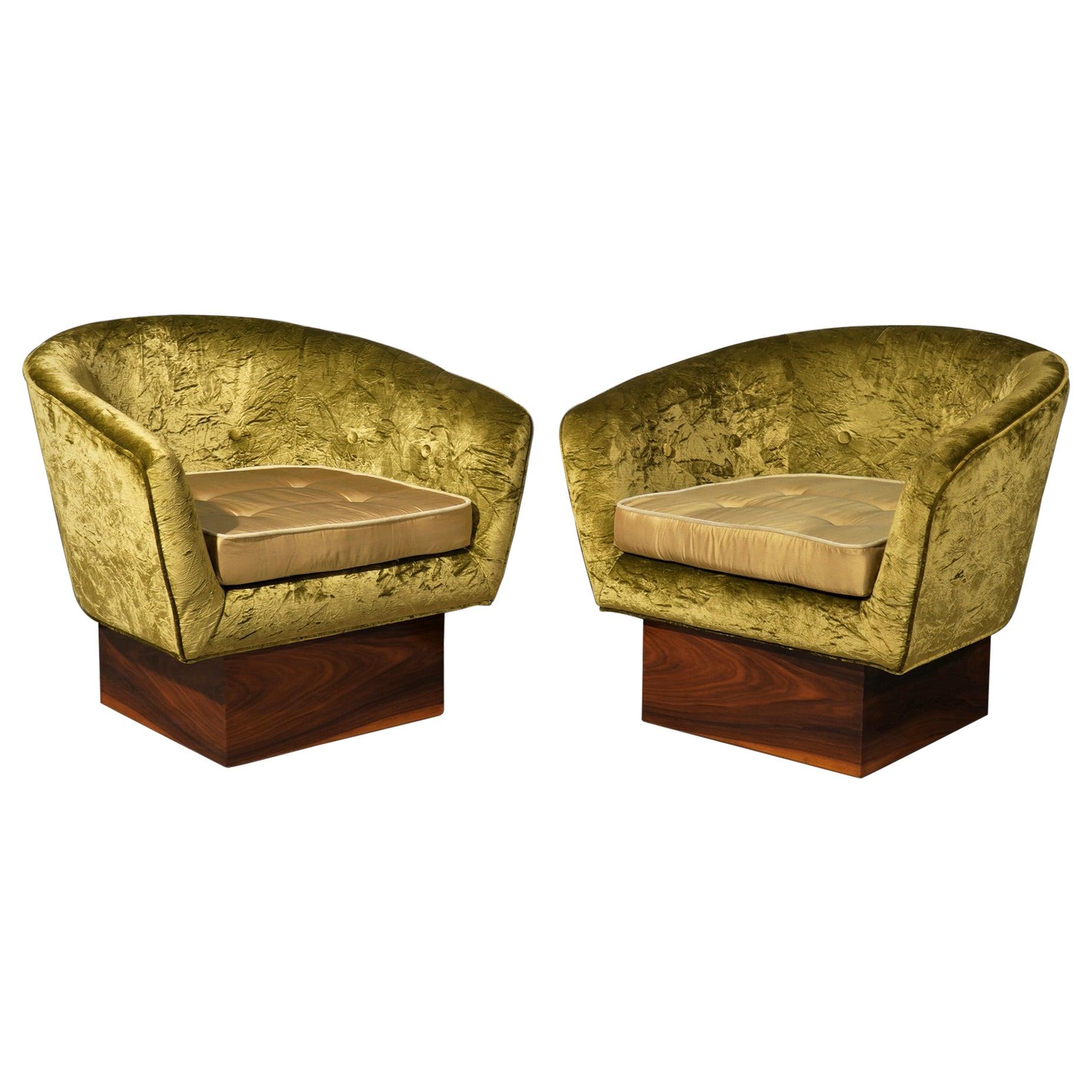 Art Deco Green Velvet and Walnut Wood Basis Italian Armchairs, 1940