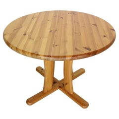 Rainer Daumiller Style Round Solid Pinewood Dinning Table, 1970's Denmark