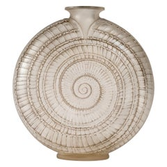 1920 René Lalique Escargot Vase in Frosted Glass Original Grey Patina, Snail