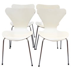 Set of Four 'Series 7' White Chairs by Arne Jacobsen for Fritz Hansen, 1973