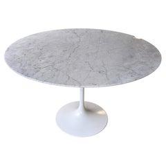 Tulip Table in Carrara Marble by Eero Saarinen for Knoll