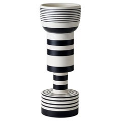 Vaso Calice Bianco Nero by Ettore Sottsass