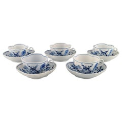 Five Meissen Onion-Patterned Coffee Cups with Saucers in Hand-Painted Porcelain