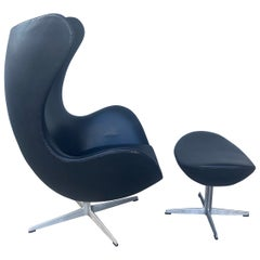 Classic Mid Century Egg Chair & ottoman  by Arne Jacobsen / Fritz Hansen c.1967