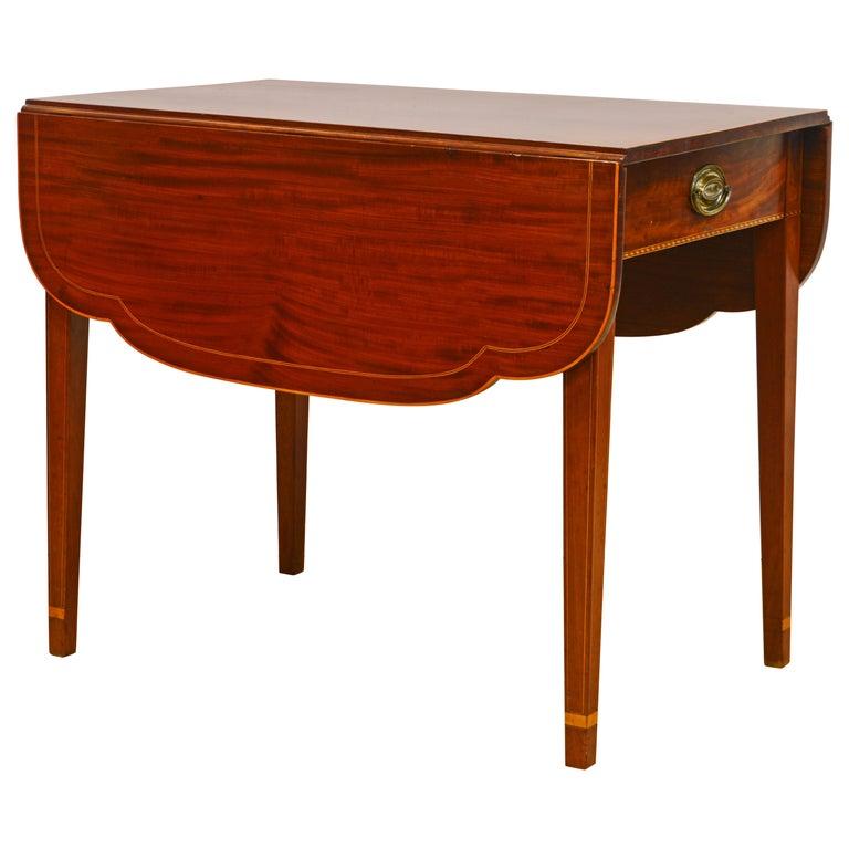 American Federal Satinwood Inlaid Mahogany Shaped Pembroke Table, Circa 1820 For Sale