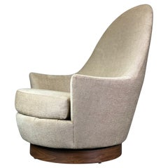 Mid Century Modern Swivel Lounge Pod or Egg Chair by Selig