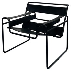 """Marcel Breuer Design Style Black Leather and Matte Black Frame """"Wassily"""" Chair"""