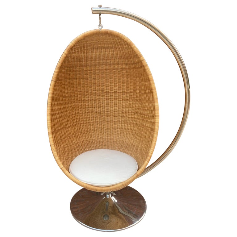 Rare Nanna Ditzel for Bonacina Pierantonio Egg Shaped Hanging Woven Cane Chair For Sale