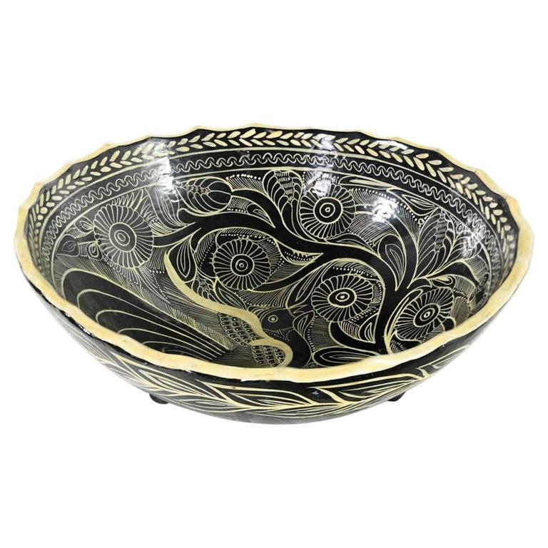 Vintage Mexican Pottery Black & White Fantasia Design Tri-Leg Fluted Bowl For Sale