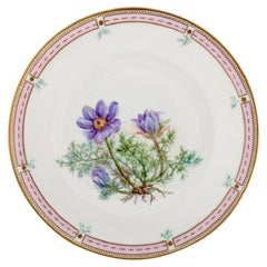 Bing & Grøndahl Plate in Hand-Painted Porcelain with Flowers and Gold Decoration