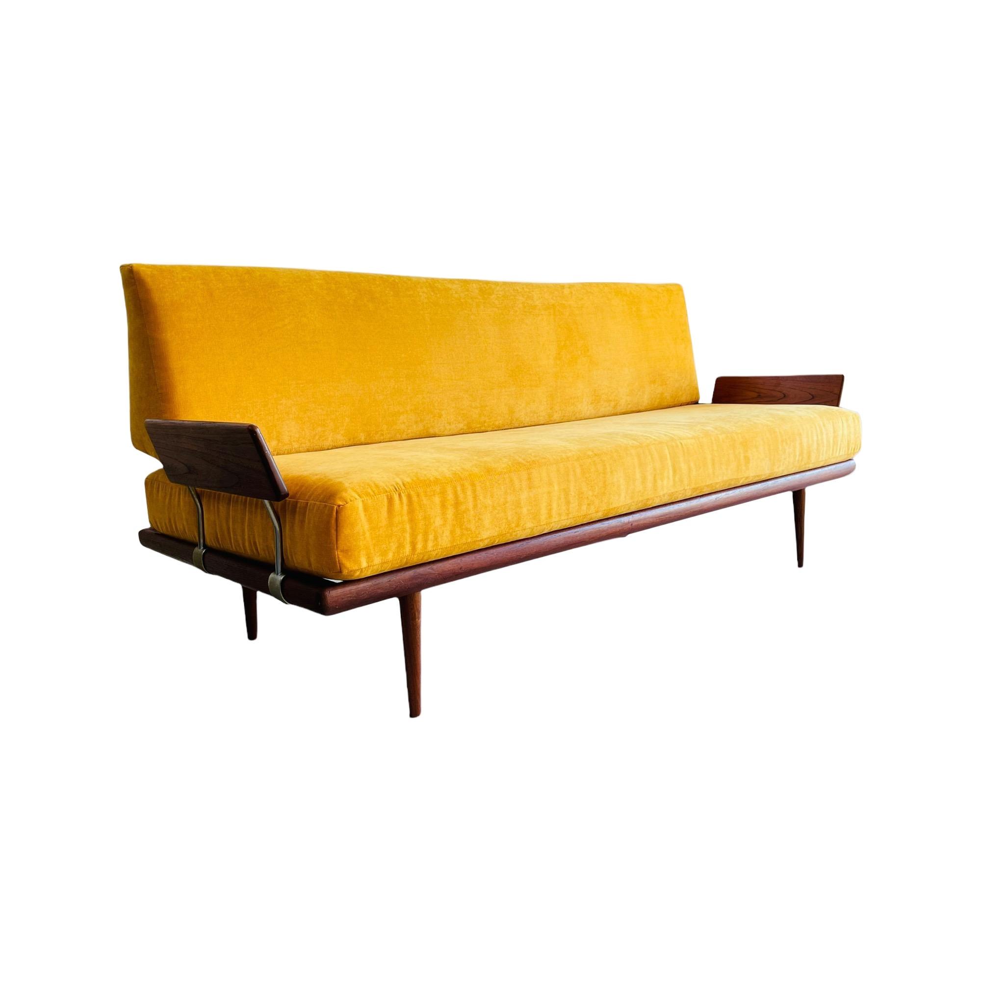 Danish Modern Teak Daybed / Sofa by Peter Hvidt for John Stuart 20th Century
