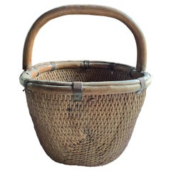 Chinese Willow Reed Grain Basket with Handle, Mid-20th Century