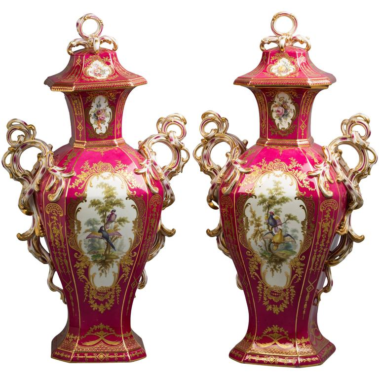 Pair of English Porcelain Covered Urns, Minton, circa 1840 For Sale