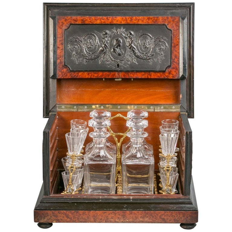 Fine English Yew and Boxwood Tantalus Bar Set, circa 1875 For Sale